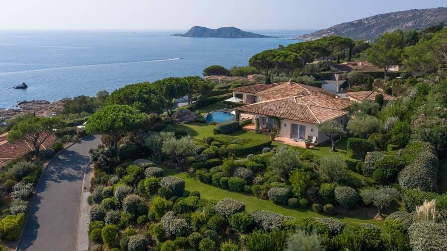 Aerial view - Photo credit La Reserve Ramatuelle Hotel Spa & Villas