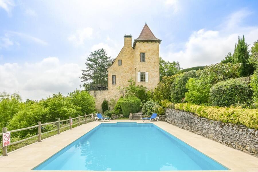 Belle Vue, Dordogne - Photo credit OliversTravels
