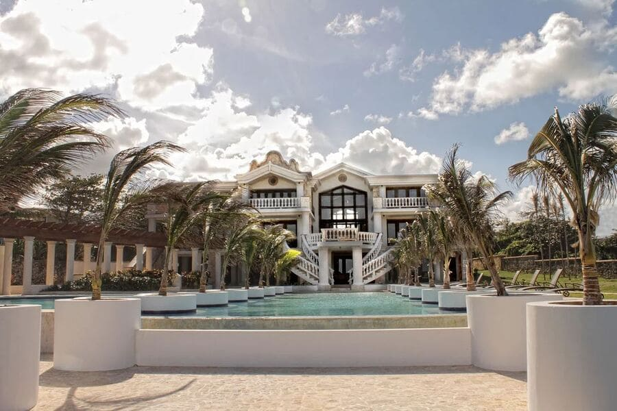Exterior view from the pool - Photo credit Villa Castillo del Mar, Cabrera