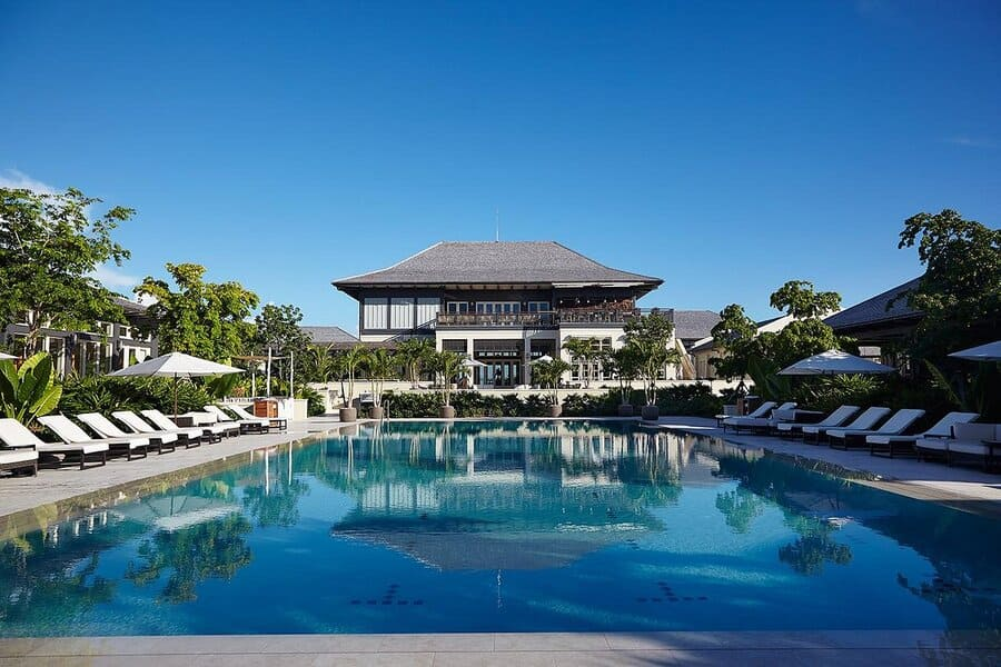 Exterior view of the pool and hotel - Photo credit The Island House