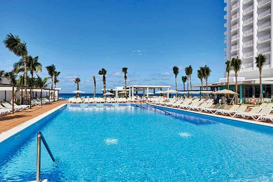 Outdoor pool at Hotel RIU Palace Paradise Island - Photo credit RIU Hotels & Resorts