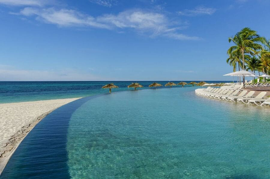 Pool area with beach access at Grand Lucayan - Photo credit Expedia