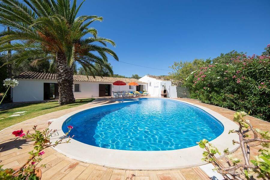 Pool at Villa Casa Nomanico Bordeira in Algarve
