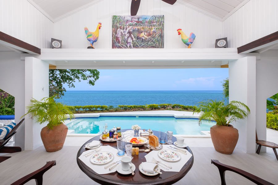 Dinning at pool area - Photo credit Bluefields Bay Villas