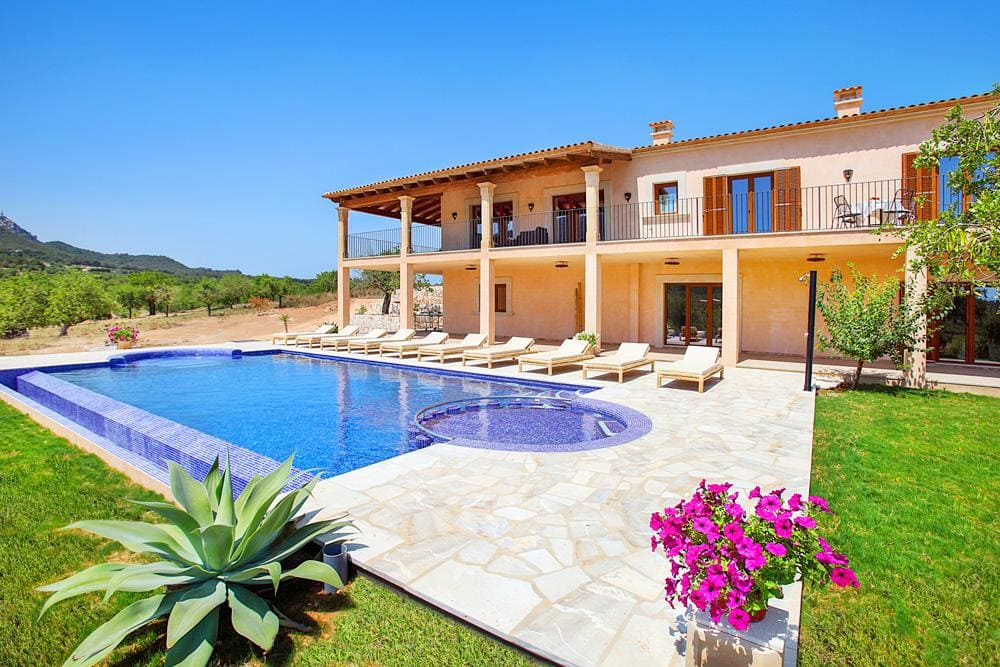 Villa Almond, Mallorca - Photo credit OliversTravels